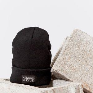 Kendall & Kylie Rib-Knit Beanie - Black